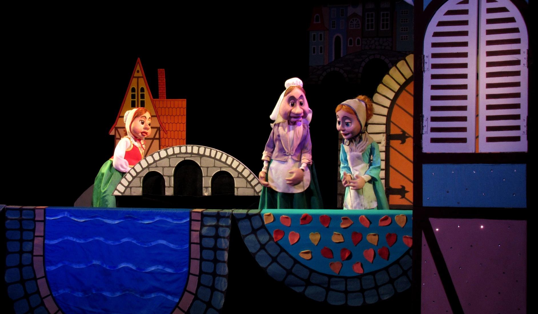 Фотография из спектакля Госпожа Метелица