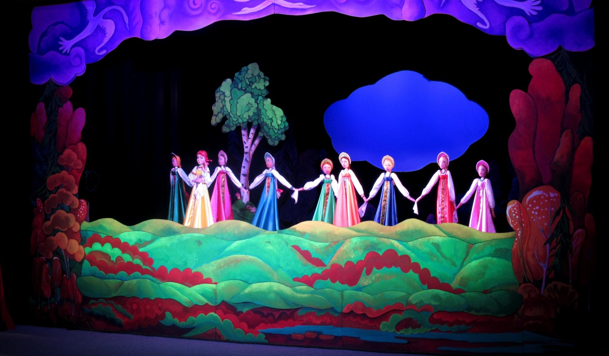 Фотография из спектакля Гуси-лебеди
