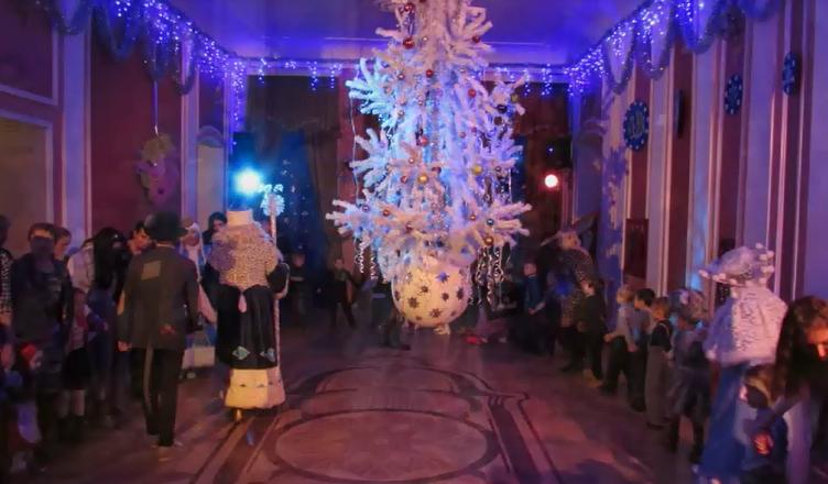 Фотография с фойе большого зала на новогодних мероприятиях