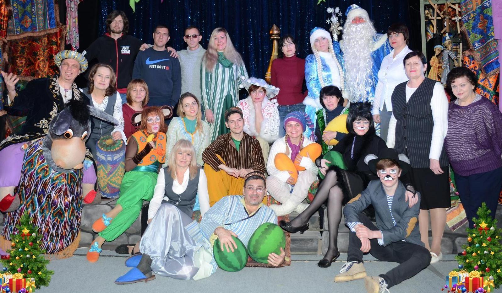 Фотография на сцене с новогодней кампании