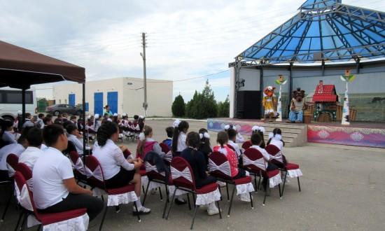 Театр кукол посетил Володарский район Астраханской области