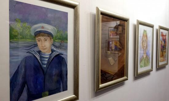Выставки художественных работ открылись в театре кукол ко Дню Победы