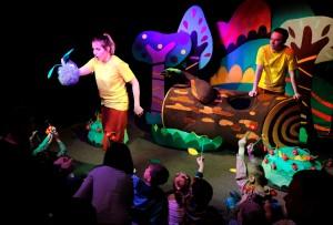 В театре кукол премьера яркой и познавательной сказки для малышей «Маленький ослик в волшебном лесу»